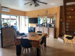 Jolie Maison de Village atypique avec sa belle terrasse, ses