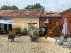 Grange rénovée en habitation + gîte + studio indépendant