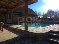 Maison en pierre son gîte et sa piscine