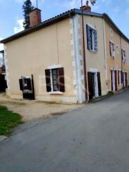 maison ancienne à la campagne