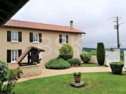 Très belle propriété avec maison Charentaise 184 M² habitable année 1900 avec un parc arboré de 4753 m²
