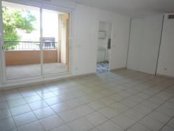 À vendre à Six-Fours-Les-Plages : appartement avec terrasse