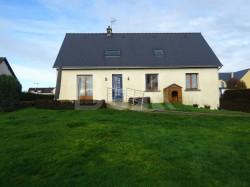 Maison de 180m² environ sur beau terrain paysagé et arboré de 948m²