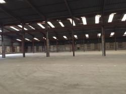 vaste entrepôt de 4000 m² en périphérie de THOUARS - Idéal p