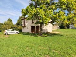 A 4 km du centre de Louhans, vends une maison à finir de rénover sur 2135 m² de terrain