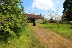 Secteur Sens sur Seille (71) à vendre maison de plain-pied à réhabiliter sur 2059 m² de terrain