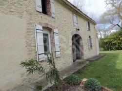 Belle maison en pierre Génoise de 161 m² SH sur environ 1 Ha de terrain et dépendance