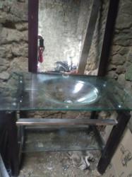 lavabo en verre et bois exotique