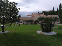 BANDOL Très belle villa de 210 m² avec piscine et vaste terrasse