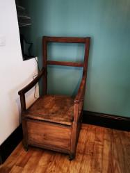 Chaise pot ancienne