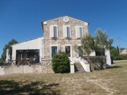 Corps de ferme rénové  Style Bastide provençale