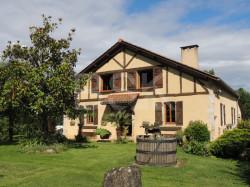 Magnifique maison en pierre de 193 m² sur un terrain de 6080 m² avec vue Pyrénées