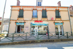 Fonds de commerce BAR PIZZERIA, bail tous commerce avec appartement 85 m²