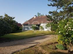 LE PRESTIGE, L'ELEGANCE et LA DISCRETION, MAISON de 167 M² sur 1289 M² de verdure, piscinable , 4 chambres