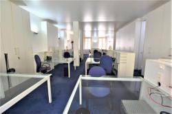 Bureaux en open-space avec très beaux volumes, belle hauteur sous plafond
