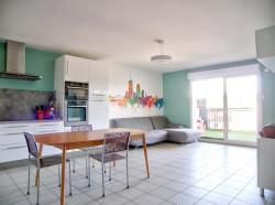 Appartement type T4 de 79 m² - 3 chambres - Balcon - Garage double