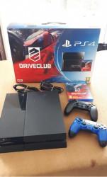 Console PS4 + 2 manettes + 1 jeu