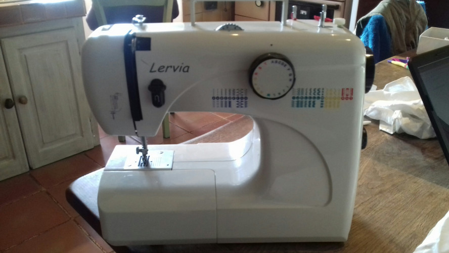 MACHINE A COUDRE LERVIA 564