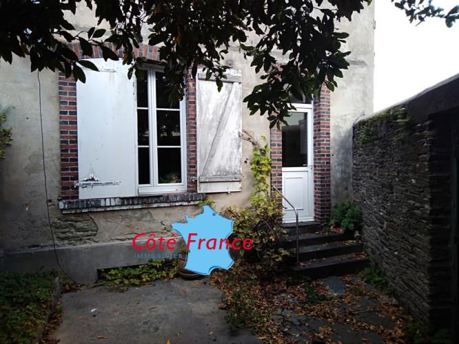 MANCHE CHERBOURG Maison de caractère 5 chambres et cour