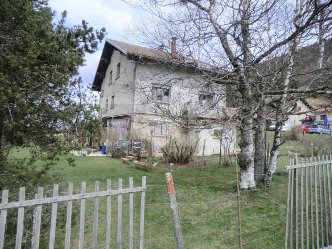 maison de 240 m² sur terrain de 1 ha