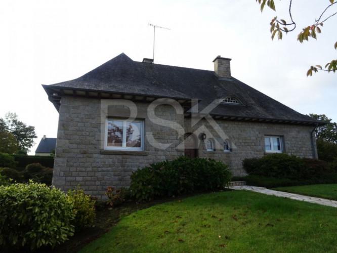 Maison en pierre de 159m² sur terrain de 4075m² à 15 min de Fougères