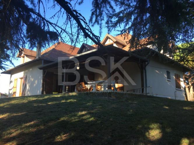 Maison Traditionnelle 140 m2 + grand sous sol+ grand grenier + Terrain divisible 4200m2 environ