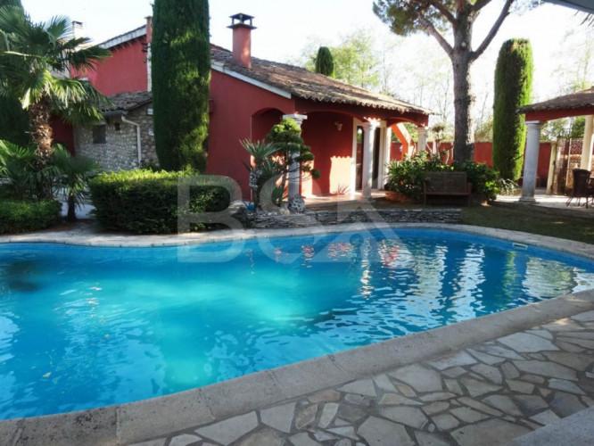 VILLA Haut de gamme avec piscine