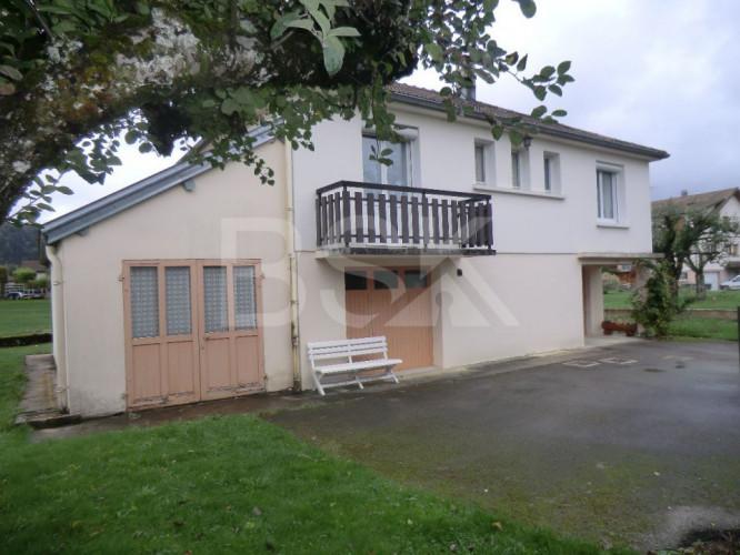 Maison type 4 sur 700 m2 de terrain dans quartier calme