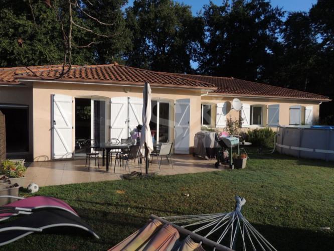 Récente maison contemporaine de 128 m² sur un terrain de 940 m²
