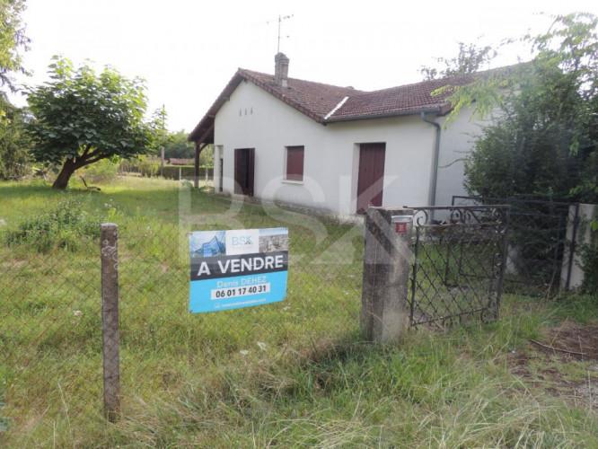Maison ancienne à rénover de 134 m² sur un terrain de 1676 m² avec dépendances