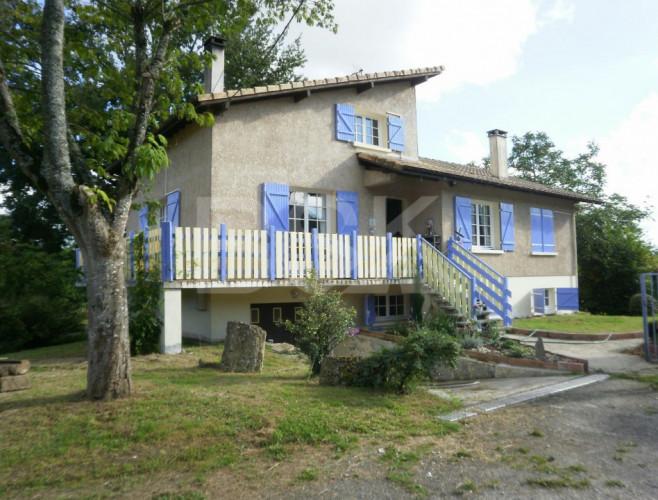 Maison traditionnelle de 180 m² sur 2 niveaux avec un terrain de 4357 m²