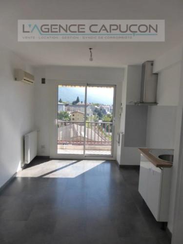 ALBERTVILLE : Appartement T2 rénové avec terrasse, parking et ca