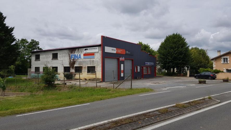 10 kms au Sud de barbezieux Garage automobile de 350 m² en très  bon état + terrain 2 100 m² + parking
