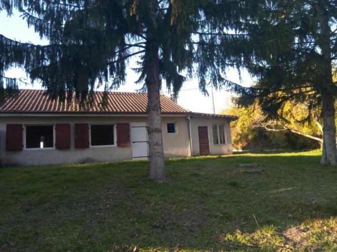 Secteur Montmoreau, Maison 9 pièces, terrain 5745m²