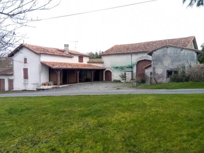 Entre Villebois et Verteillac, fermette 96m², 3 chambres, belle vue, terain