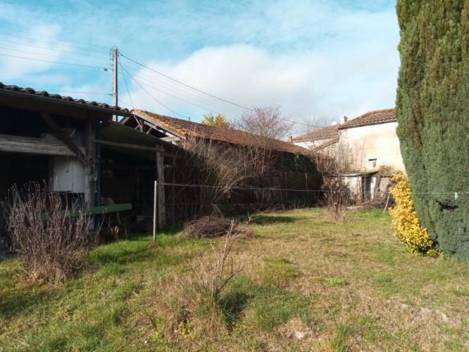 Entre Montmoreu et Chalais maison 180m², terrain clos