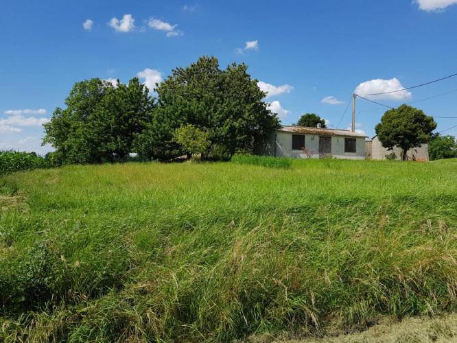 Entre Barbezieux et Montmoreau Maisonnette idéalement située à la campagne + terrain de 1 385 m²