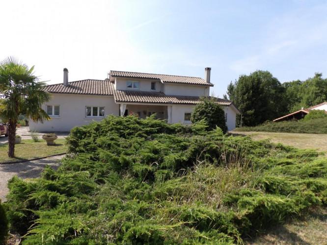 Maison en campagne de Villeneuve sur Lot sur 3,5 HA