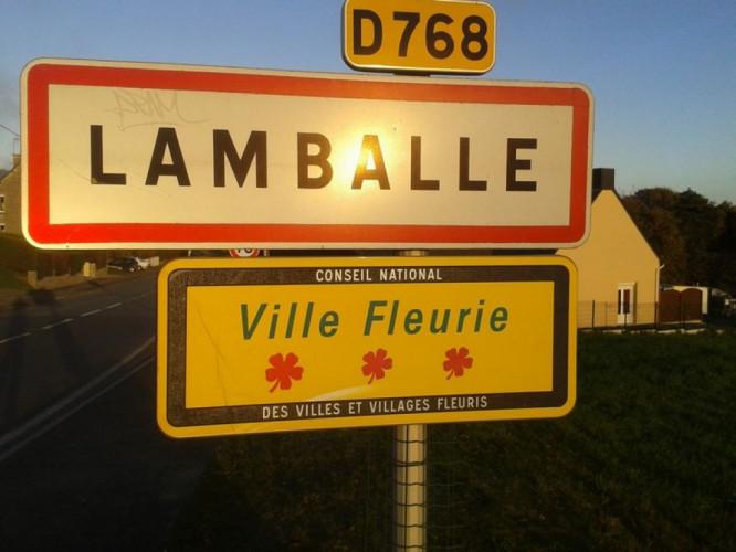 A VENDRE - LOCAL COMMERCIAL - HYPER CENTRE LAMBALLE
