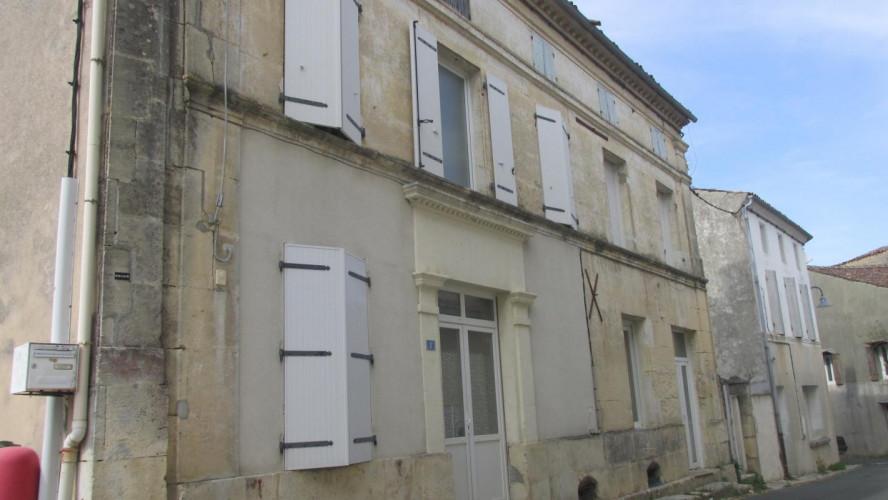 BURIE Ensemble immobilier à vendre - 17770 Rapport locatif  -