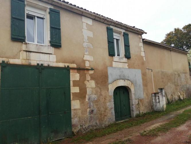 SAINT-VAIZE Maison à vendre - 17100 - T5 - 4 chambres - Calme