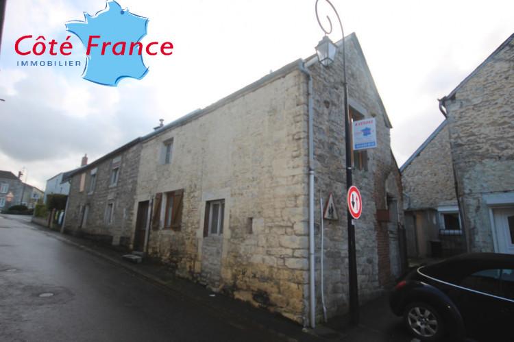 ARDENNES SECTEUR GIVET maison de bourg 2 chambres à rénover, beau potentiel