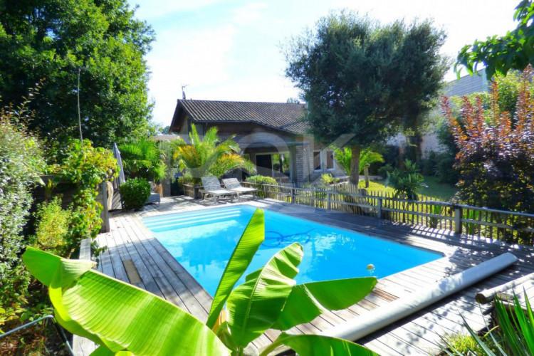 Maison F6 avec dépendance et piscine