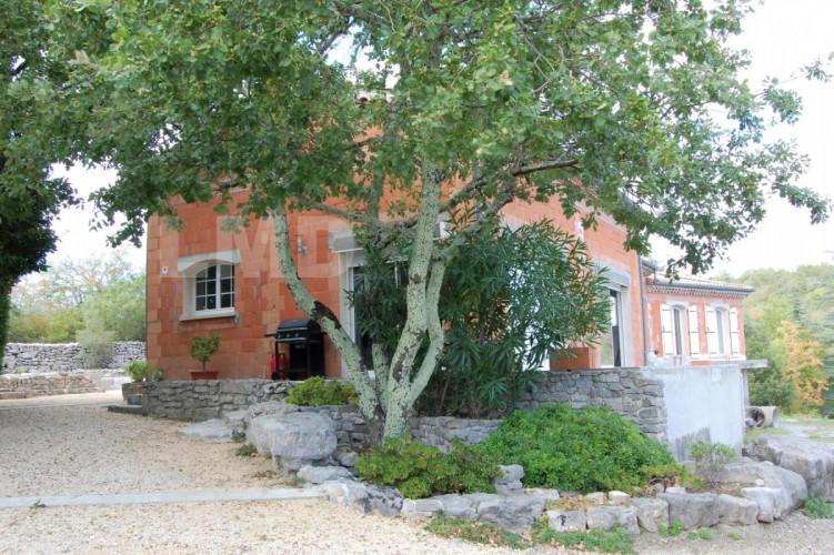 RUOMS proche Maison plain pied 170 M2 Terrain 4875 M2 avec une belle vue