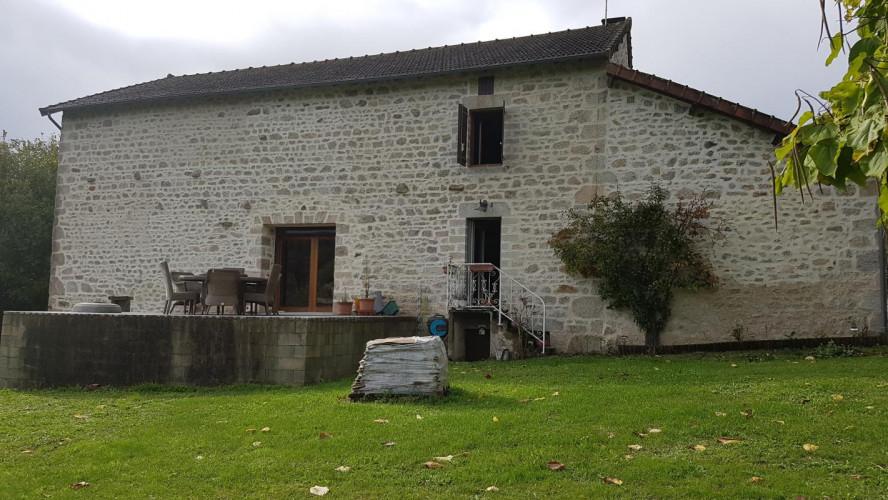 Charmante maison en pierre rénovée