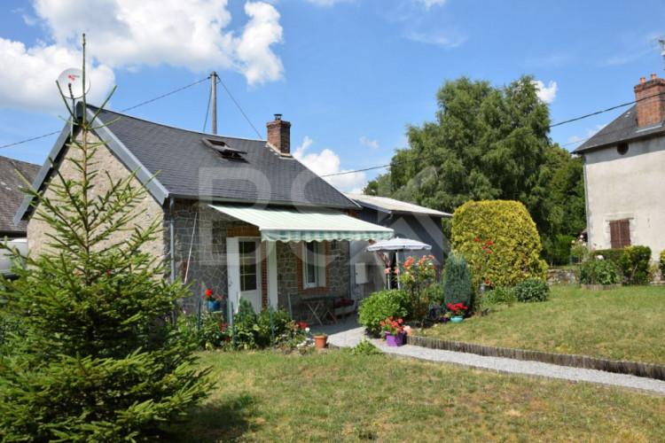 Très belle maison en pierre de 47 m2 habitable avec grange et atelier sur un terrain de 967 m2