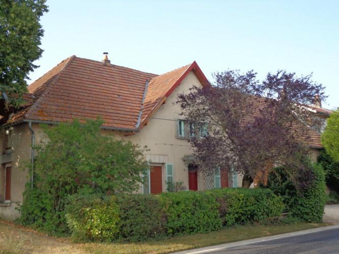 Maison de 200 m2, 6 chambres, 150 m2 de dépendances, 1480 m2