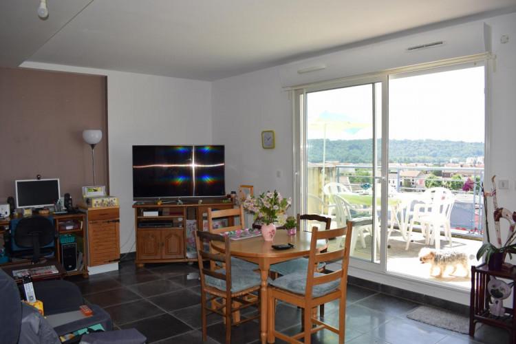 Grand T3 en duplex Amberieu centre ville avec vue,grand garage et 2 places de parking