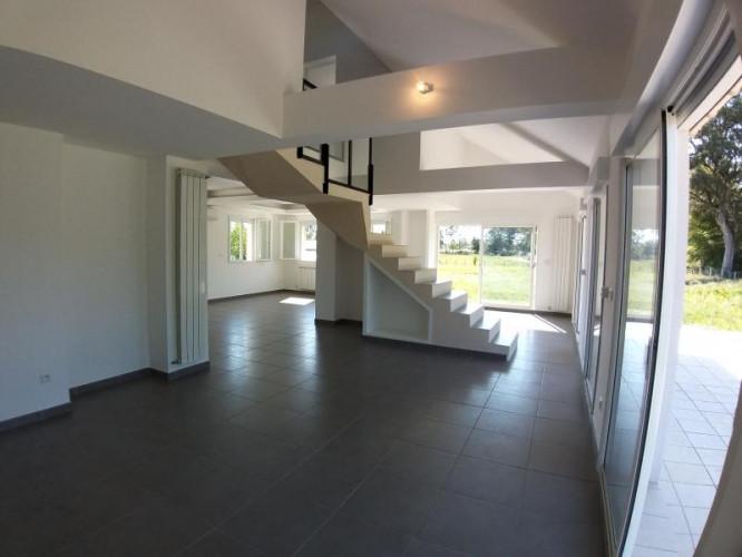 LONS-LE-SAUNIER (39 JURA), Courlans, vends maison individuelle RECENTE, 165 m², 3004 m2 de terrain