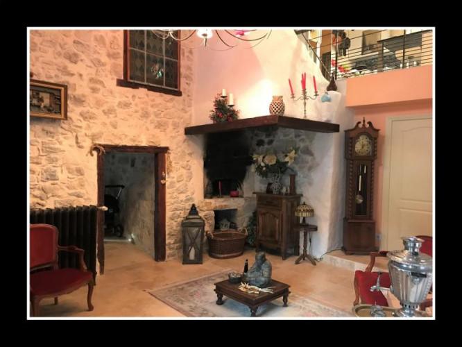 A vendre Maison en pierre rénovée, proche Bellegarde-sur-Valserine (01200)